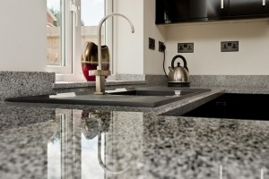 salt-and-pepper-granite-kingswood-surrey-grey-speckled-natural-120203-a-peninsular-min-1024x681
